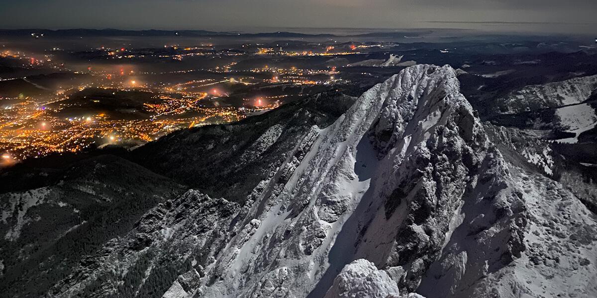 Giewont zimą w noc sylwestrową 2020