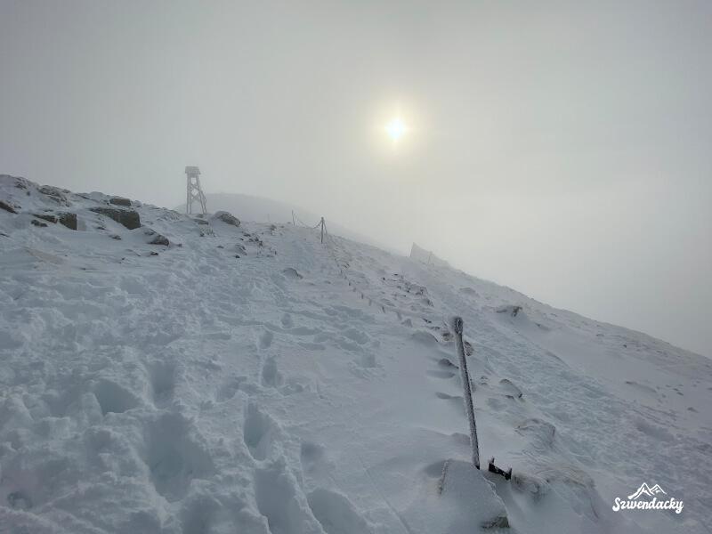 Kasprowy WIerch zimą w chmurach