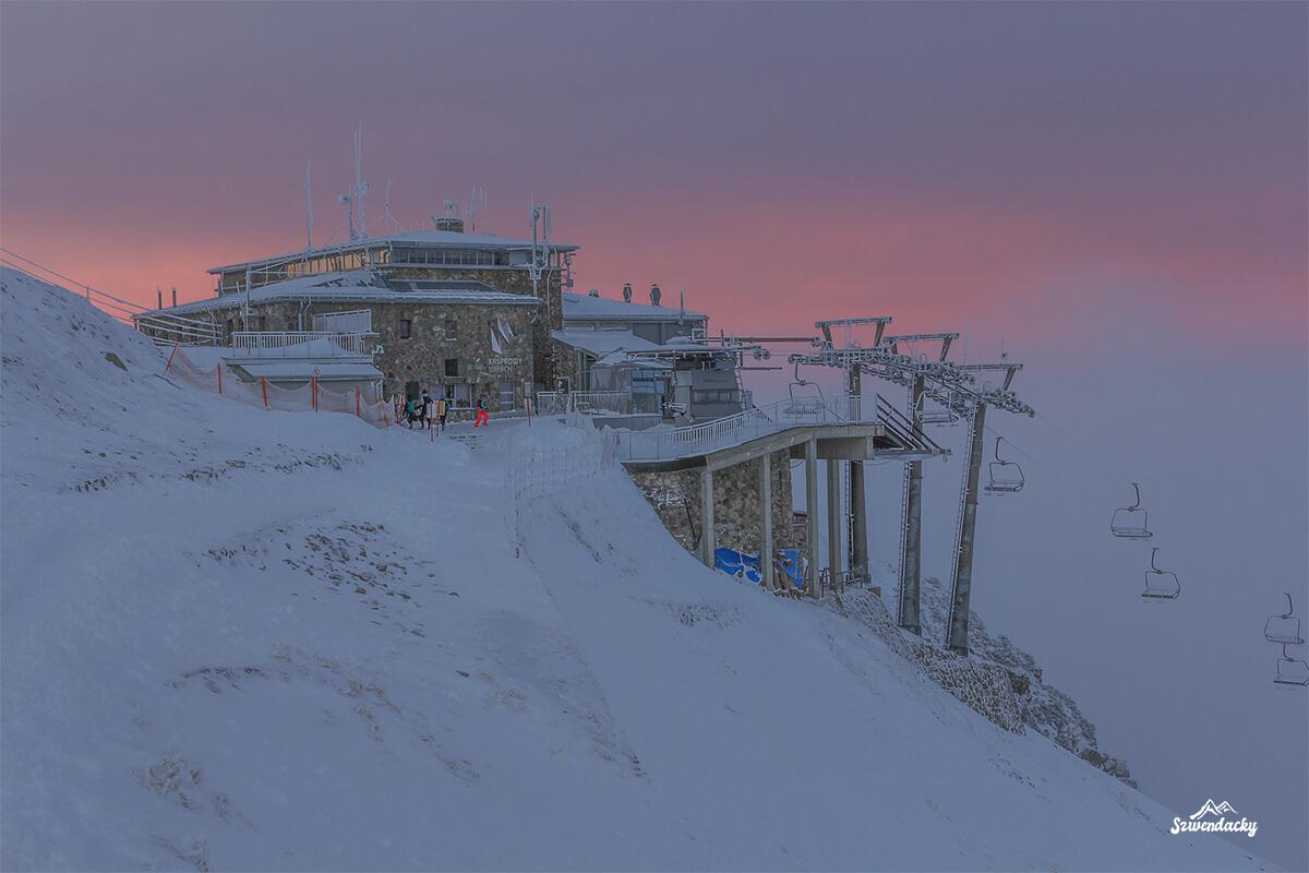 Stacja kolejki linowej PKL Kasprowy Wierch zachód słońca